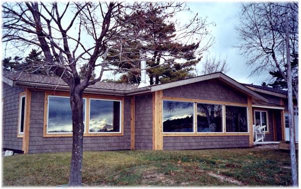 Allen Harbor Lakefront Cottage