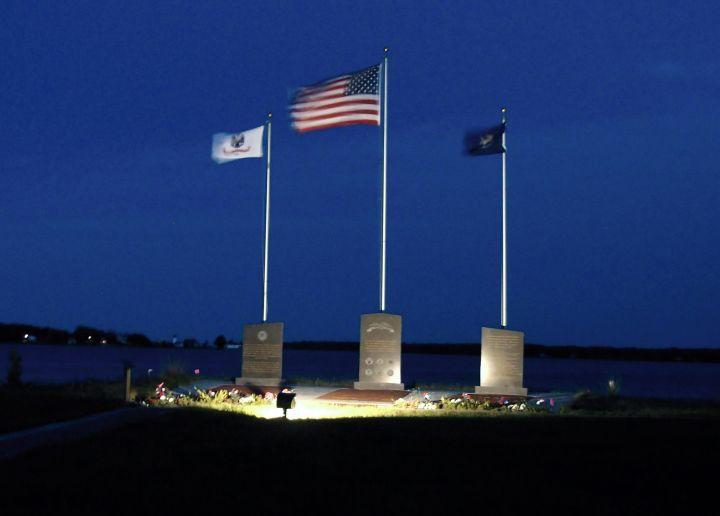 Veterans_Park_at_night