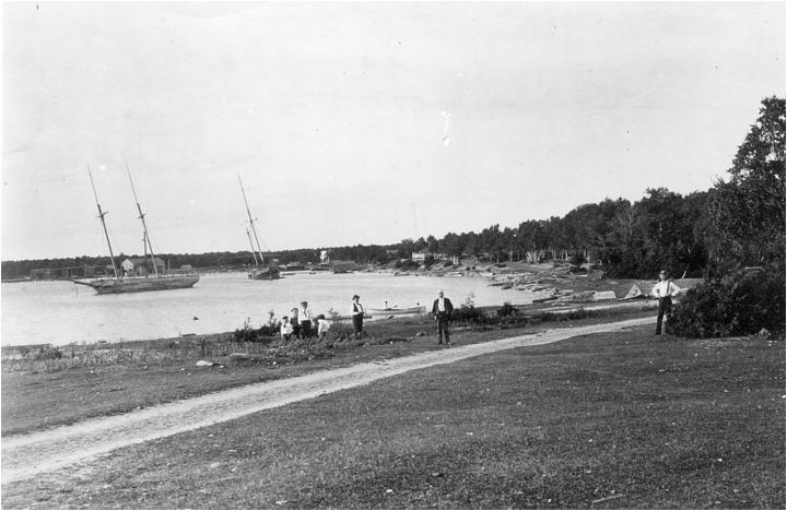 11large_schooners_on_sand_harbor